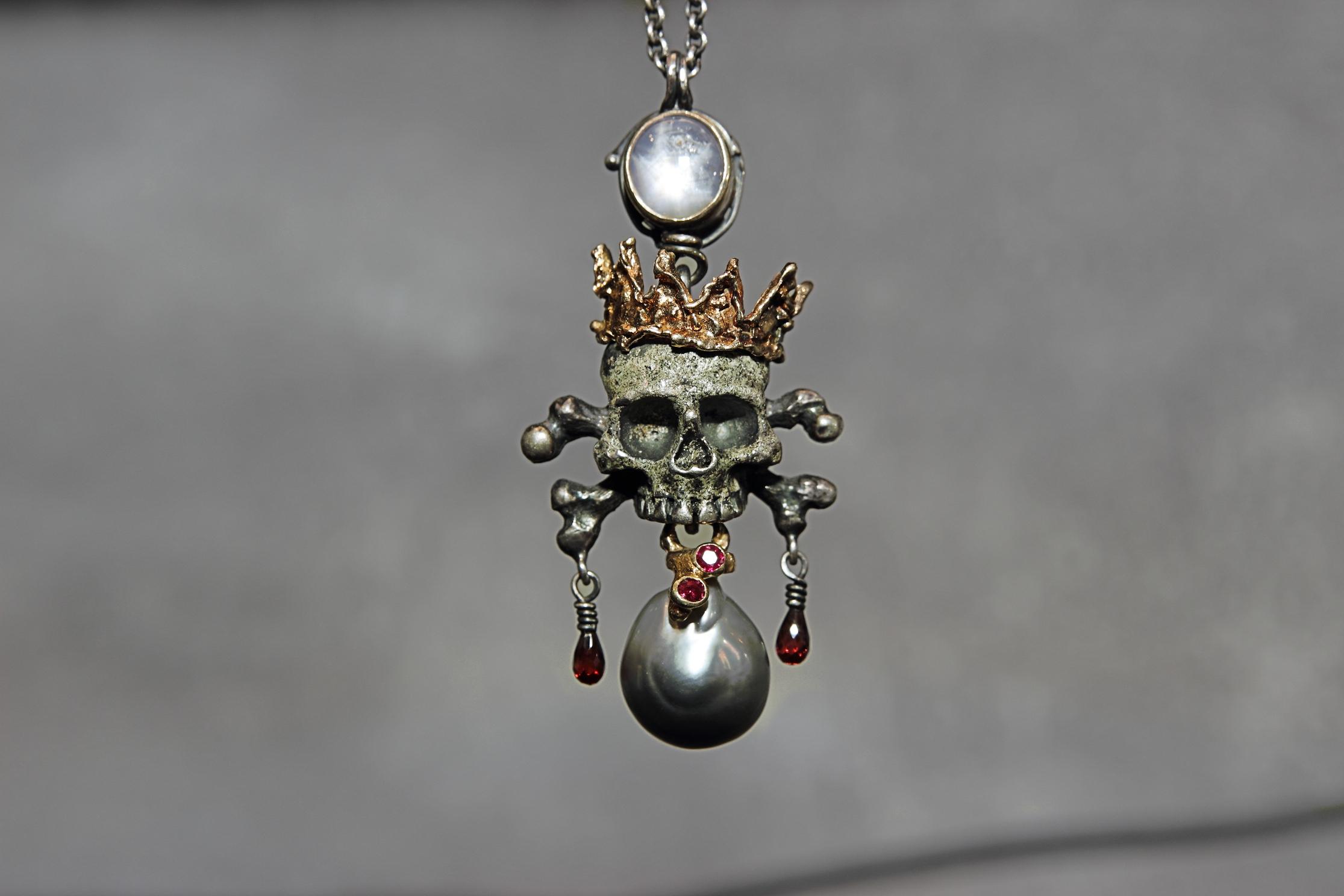 skullcrownneck2
